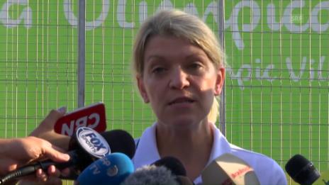 Link öffnet eine Lightbox. Video Australier wollen nicht ins Olympiadorf (SNTV/englisch) abspielen