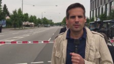 Link öffnet eine Lightbox. Video SRF-Sonderkorrespondent Marcel Anderwert aus München abspielen
