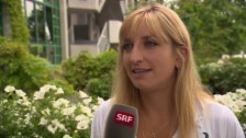 Link öffnet eine Lightbox. Video Interview mit Timea Bacsinszky nach dem Sieg gegen Bouchard abspielen