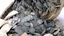 Link öffnet eine Lightbox. Video Münzen aus dem Römischen Reich gefunden (unkomm.) abspielen