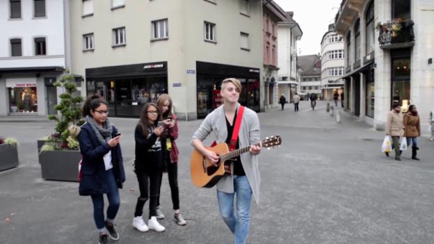 Video «Vincent Gross aus Basel mit «Half A Smile»» abspielen