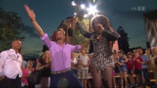 Link öffnet eine Lightbox. Video Tina Turner kommt doch..... abspielen