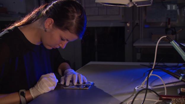 Video «Handy-Reparaturshops im Test: Wer ist gut, schnell und günstig?» abspielen