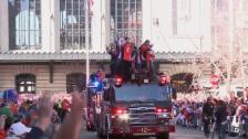 Link öffnet eine Lightbox. Video Die Denver Broncos lassen sich nach dem Super-Bowl-Triumph von den Fans feiern abspielen