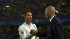 Link öffnet eine Lightbox. Video Ronaldo trifft und klatscht dann mit Zidane ab abspielen