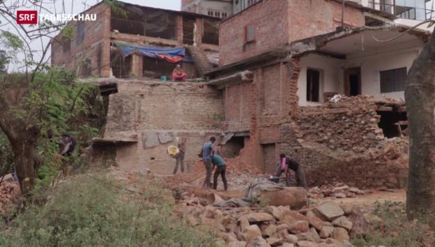Video «Nepal: Trotz Millionen stockt Wiederaufbau» abspielen