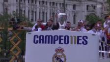 Link öffnet eine Lightbox. Video So lässt sich Real in Madrid feiern (Quelle: SNTV) abspielen