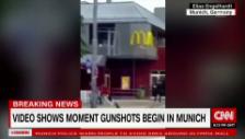 Link öffnet eine Lightbox. Video Schiesserei vor McDonald's in München abspielen