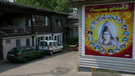 Link öffnet eine Lightbox. Video Bauen und beten – unterwegs zum Haus der Religionen abspielen