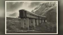 Link öffnet eine Lightbox. Video Zwei Eisenbahnwagen provozieren die Armee am Gotthard abspielen