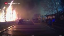 Video «Über 250 Feuerwehrleute kämpfen gegen Feuer und Wind» abspielen
