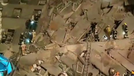 Link öffnet eine Lightbox. Video Rettungsarbeiten in Taiwan (unkommentiert) abspielen