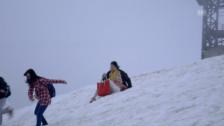 Link öffnet eine Lightbox. Video Chinesische Touristen auf dem Titlis abspielen