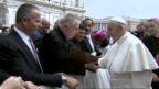 Video «Beim Papst: Bruder Gerold Zenoni überreicht seine «Madonna»» abspielen