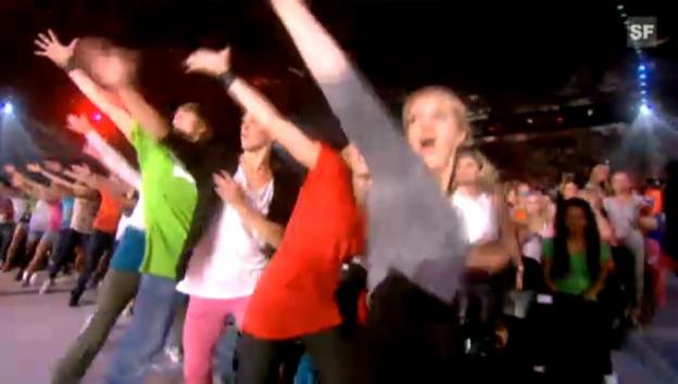 Video «Eindrücklicher Flashmob zum Lied «Glow» der norwegischen Gruppe Madcon» abspielen