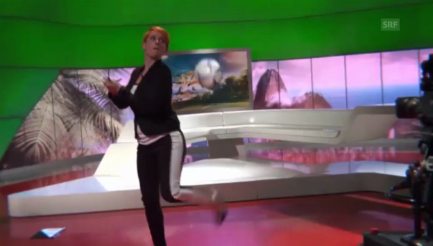 Video «Steffi Buchlis «Ballkünste» in High Heels» abspielen
