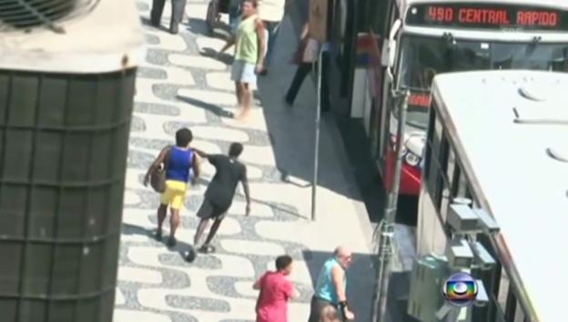 Video «Taschendiebe in Rio schlagen zu (unkomm.)» abspielen