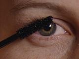 Video «Wimperntusche im Test: Reine Augenwischerei» abspielen
