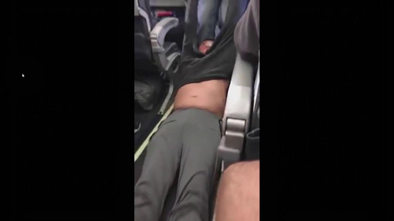 Passagier aus Flieger gezerrt