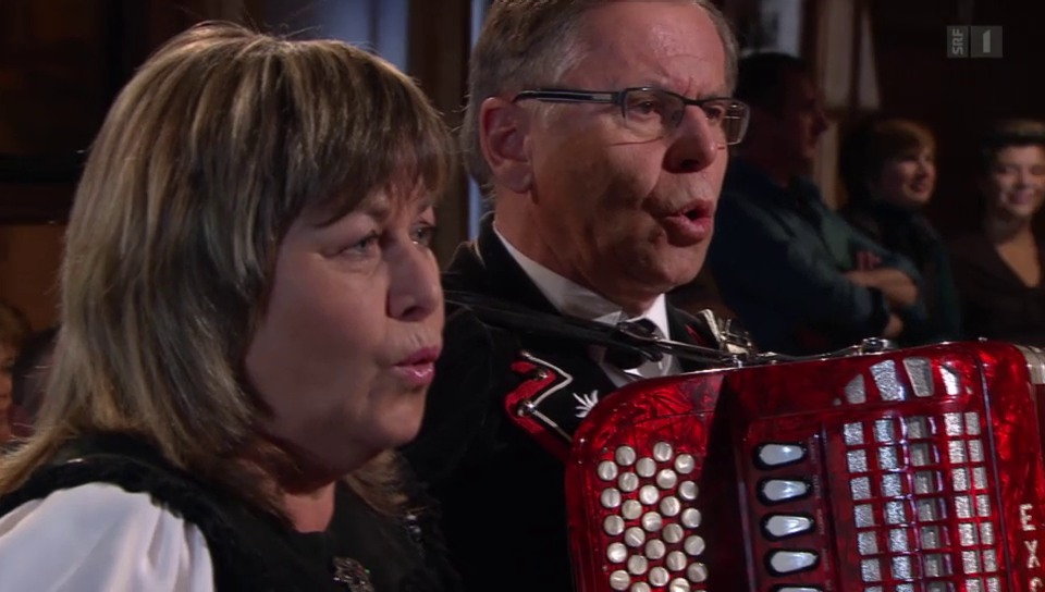 Vreni und Franz Stadelmann mit dem «Samschtig-Jass»-Jodel