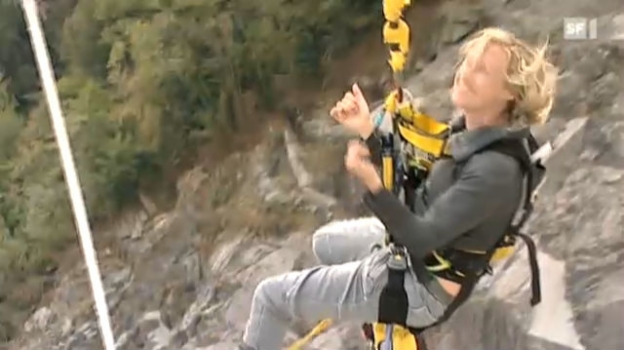 Video «Zum Gast im Studio: Stuntfrau Simone Bargetze» abspielen