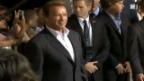 Video «Arnold Schwarzenegger zeigt wieder Muskeln» abspielen