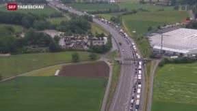 Video «Unfall auf A1 führt fast zu Verkehrskollaps im Mittelland» abspielen