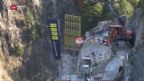 Video «Aufwendige Bauarbeiten nach Erdrutsch» abspielen