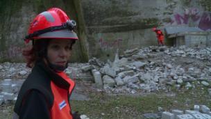 Video «Tatjana Lentze bildet ehrenamtlich Rettungshunde aus» abspielen