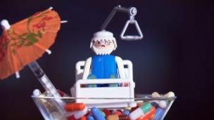Video «Krank von zu vielen Medikamenten» abspielen