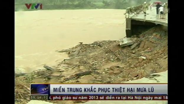 Video «Verheerende Fluten fordern in Vietnam mehrere Tote (unkomm.)» abspielen