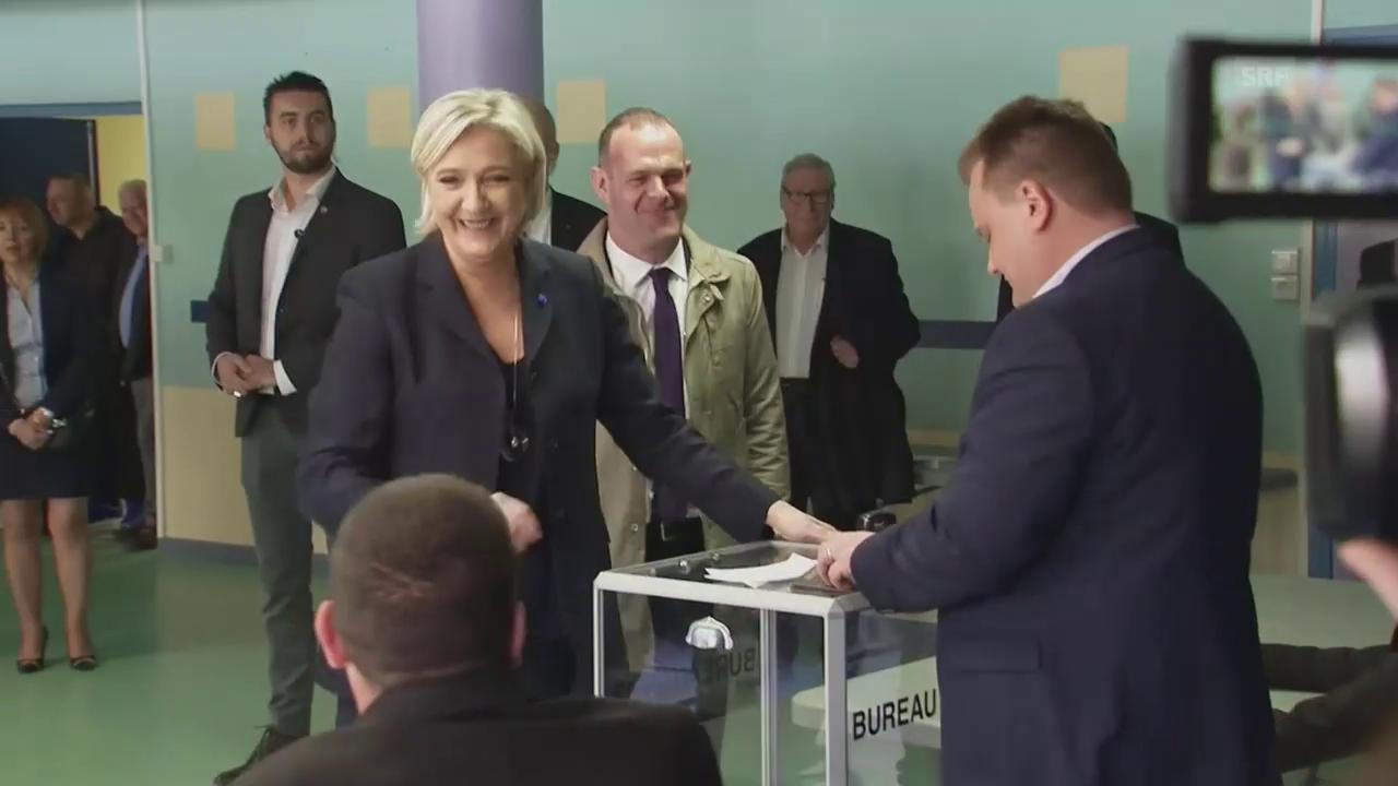Eine strahlende Marine Le Pen gibt ihre Stimme ab
