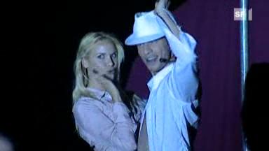 Video «Adrian lädt zum Tanz ein» abspielen