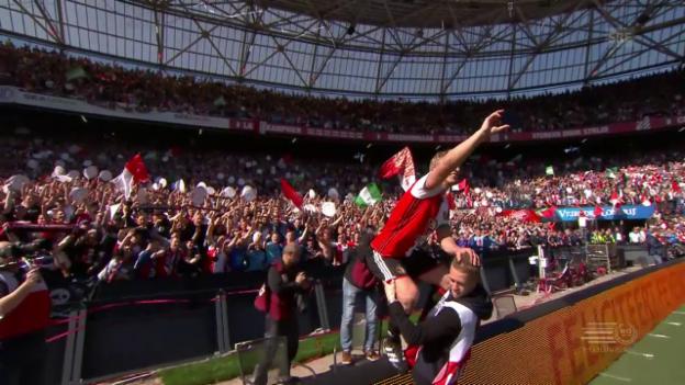 Video «Kuyt feiert mit Feyenoord den Titel» abspielen