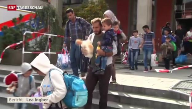 Video «Deutschland öffnet Flüchtlingen das Tor zum Westen» abspielen