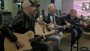 Video «Grosse Gefühle: Gotthards neuer Song «Miss Me» live bei SRF 3» abspielen