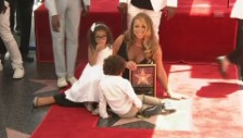 Video «Star und Sternchen: Mariah Carey mit ihren Kindern» abspielen