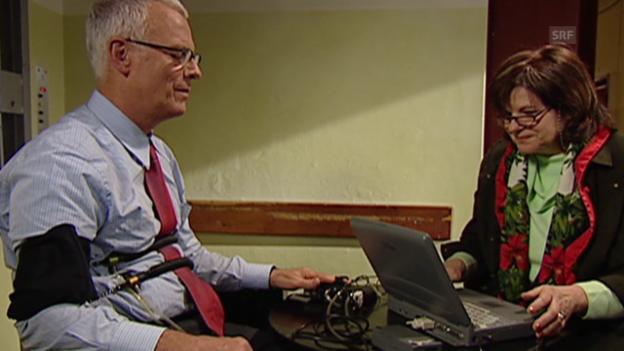 Video «Charles Clerc beim Lügendetektor-Test (MTW, 8.1.2004)» abspielen