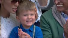 Link öffnet eine Lightbox. Video Rührende Szene: Djokovics Junior applaudiert in der Box abspielen