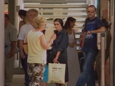Video «2004: 1 Monat vor den Olympischen Spielen liegt Athen lahm» abspielen