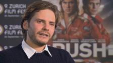 Video «Daniel Brühl: «Mit Niki auf die Rennstrecke, das war bombastisch.»» abspielen