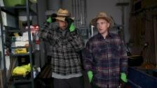 Link öffnet eine Lightbox. Video Büssi und Manu in der Schnupperlehre als Landschaftsgärtner abspielen