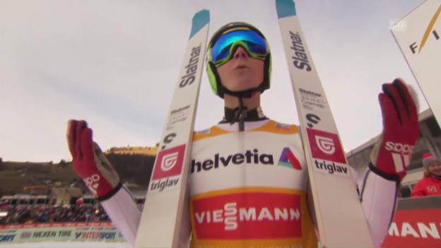 Video «144 m: Domen Prevc springt in Engelberg Schanzenrekord» abspielen