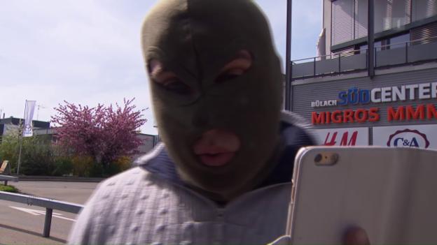 Video «Dubioser Autovermieter rastet vor laufender Kamera aus» abspielen
