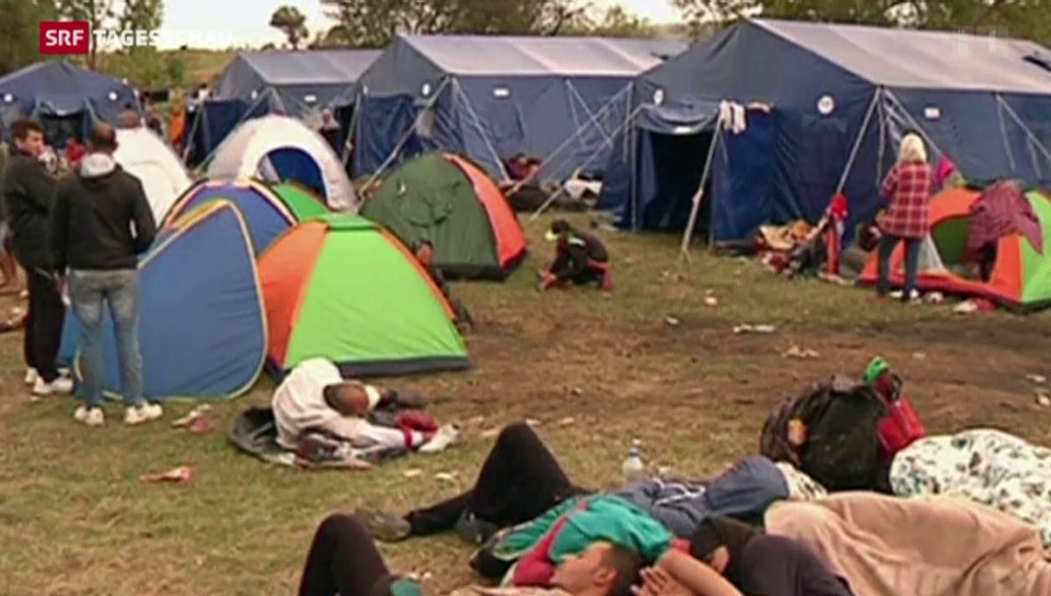 Tausende Menschen stranden in Serbien