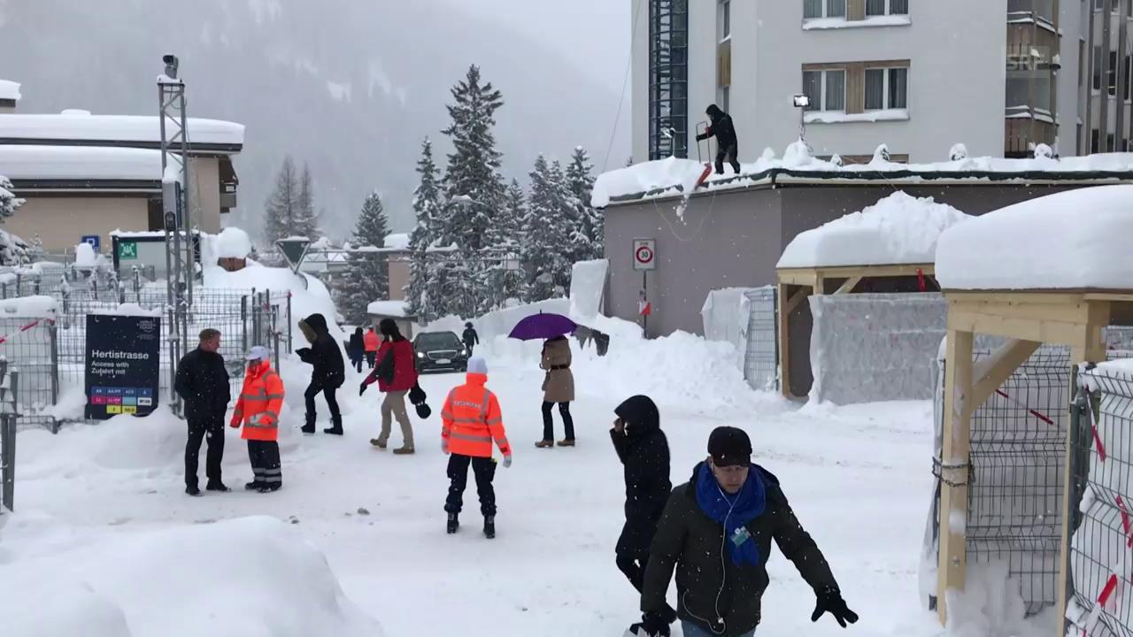 Davos versinkt im Schnee (unkomm.)