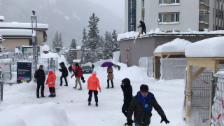 Link öffnet eine Lightbox. Video Davos versinkt im Schnee (unkomm.) abspielen