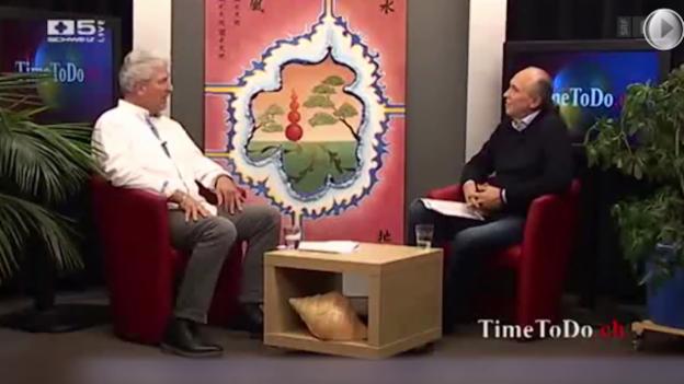 Video «Pseudo-Heiler am TV: Werbesendung für Scharlatan» abspielen