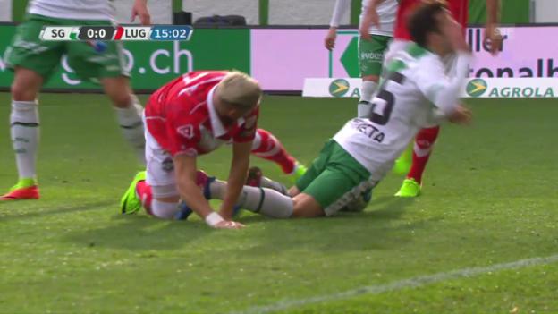 Video «FCSG-Lugano: Fouls hüben wie drüben» abspielen