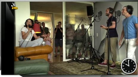 Video «Lo & Leduc live mit einer The-Cure-Spezialanfertigung» abspielen